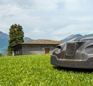 WHAT TO CONSIDER BEFORE YOU BUY A ROBOTIC MOWER